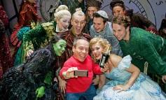 Warwick Davis (centre) shooting a selfie with members of the Wicked London Cast. l to r (front): Emma Hatton, Warwick Davis, Savannah Stevenson l to r (back: Liza Sadovy, Joseph Fletcher, Joe Toland, Sam Lupton, Jeremy Taylor