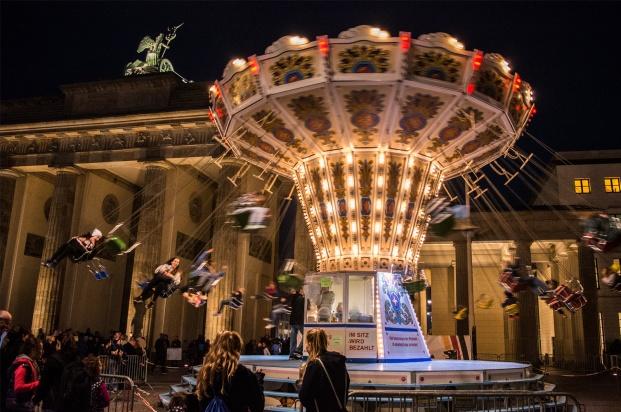 An amusement ride at the Lights of Berlin Festival behind the Brandenburg Gate.